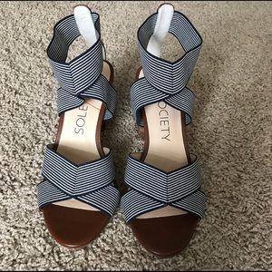 Elastic strap, stripe block heels
